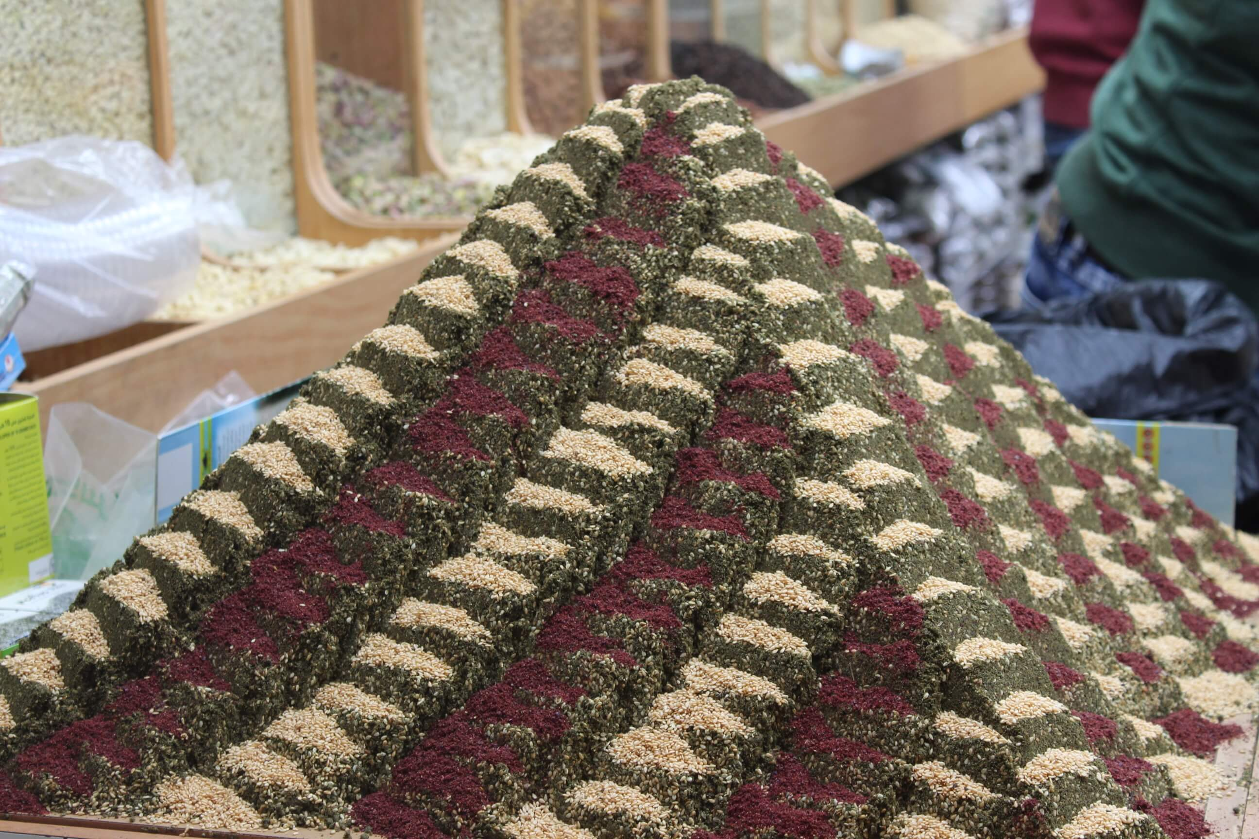 מאבני הכותל לאבני הריחיים: סיור בין שווקים וגגות העיר העתיקה